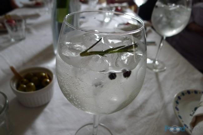 Gin & Tonic (Spanish Style!)